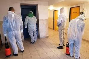 Město České Budějovice zahájilo dezinfekci společných prostor ve svých domech nebo domovech pro seniory.