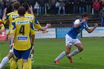 Stoper Táborska Peter Mráz se v zápase se Zlínem raduje ze svého vyrovnávacího gólu.