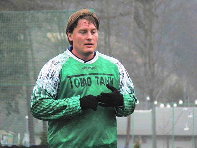 Extýnský střelec ve službách Slavoje Hrdějovice Milan Tomka (na snímku ze zimní přípravy na Hluboké) sice vstoupil do zápasu v Lišově neproměněnou penaltou za faul na Tesaře, v dalším průběhu si ale připsal hattrick.