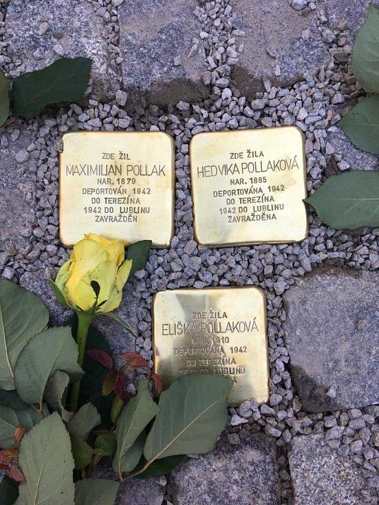 Ve čtvrtek 8. října se Boršov nad Vltavou stal dalším místem v jižních Čechách, kde se položily Kameny zmizelých na památku zavražděným židovským obyvatelům v době 2. světové války. Kameny připomínající rodinu Pollakových byly položeny do dlažby na nádvoř