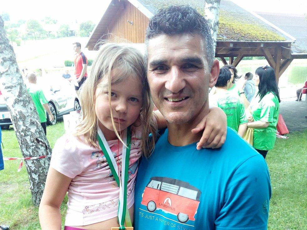 Roman Haňur je pravidelným účastníkem Běhu na Kohout. Tentokrát přijel i se svou dcerkou. Foto: Michal Havelka