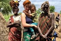 Přednáška Petry Antošové, která žije v Etiopii s etiopským mužem a jejich dětmi. Foto: Archiv Petra Antošová a  Festival Kolem světa