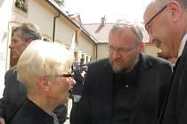 Zdena Mašínová a Jan Novák na pohřbu Milana Paumera.
