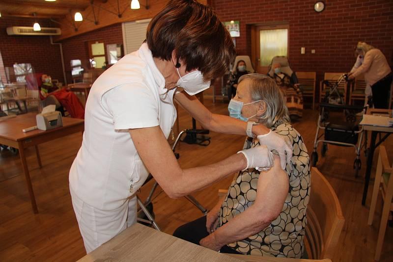 Očkování proti koronaviru. Ilustrační foto.