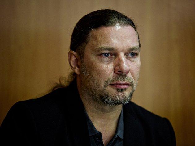 ON-LINE rozhovor s českobudějovickým rodákem a zpěvákem Petrem Kolářem
