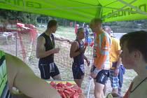 Petra Krejčová a Jan Hron se občerstvují po závodě