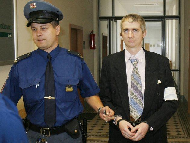 Martin Šíma byl v říjnu 2007 odsouzen na  14 let za vraždu  známého, které se dopustil v únoru téhož roku.