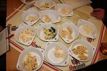 Soutěž o nejlepší bramborový salát se v Suchém Vrbném na Štědrý den koná už řadu let.