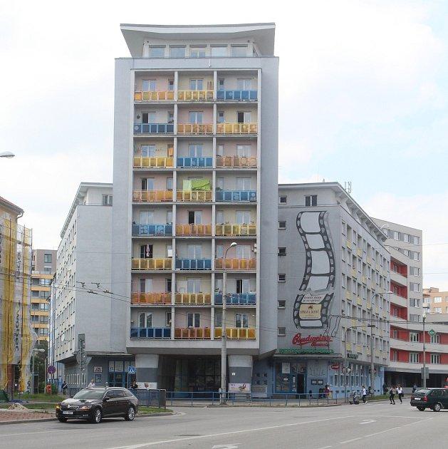 Nová výstava Alšovy jihočeské galerie se bude věnovat kolektivnímu bydlení a českobudějovickému domu Perla.