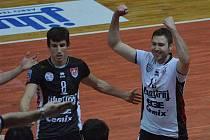 VÝHRA. Hráči Jihostroje Filip Habr (vlevo) a Robert Hupka (vpravo) slaví premiérové vítězství  v letošní Lize mistrů.