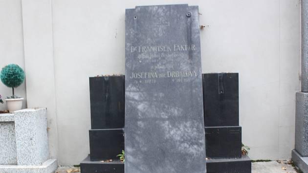 Hrob Františka Faktora.