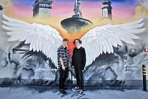 Na střeše nových garáží IGY Centra vytvořil sprejer s uměleckým jménem Erkoart nápaditý fotopoint.