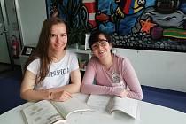Krennhuberová vlevo a Nuhanovicová.