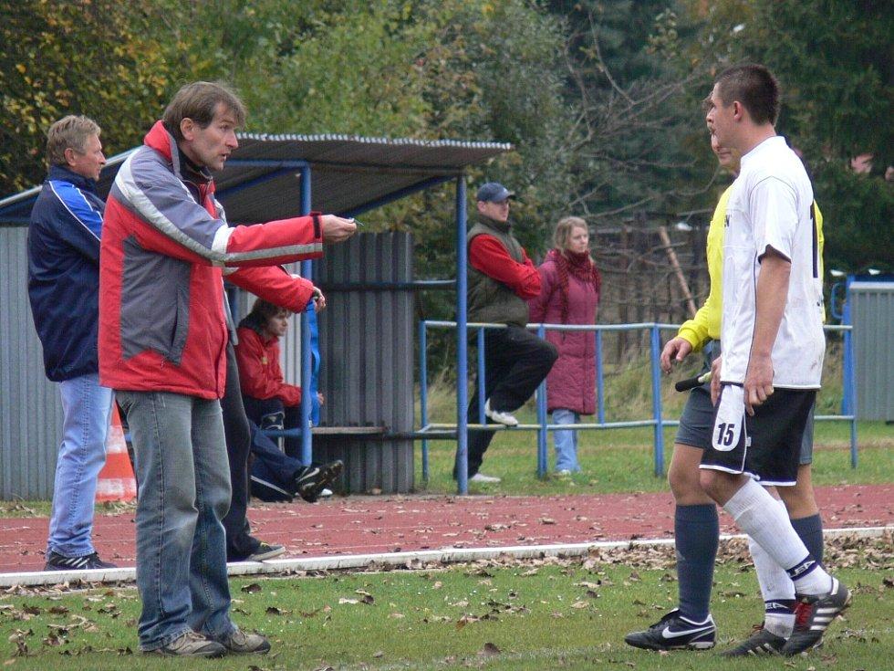 Manažer Jiří Vaník může být spokojen, Kamennému Újezdu se na podzim daří - jde od vítězství k vítězství.