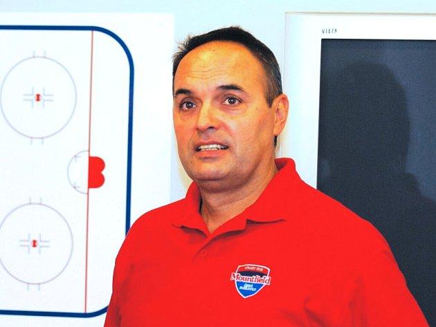 Trenér HC Mountfield Ernest Bokroš po vysokém vítězství 6:0 ve Vrchlabí své svěřence chválil.