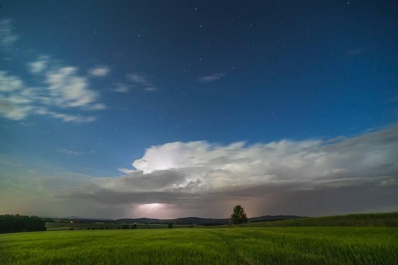 Ten má ale odvahu. Lukáš Gallo fotil bouřkové mraky i blesky.