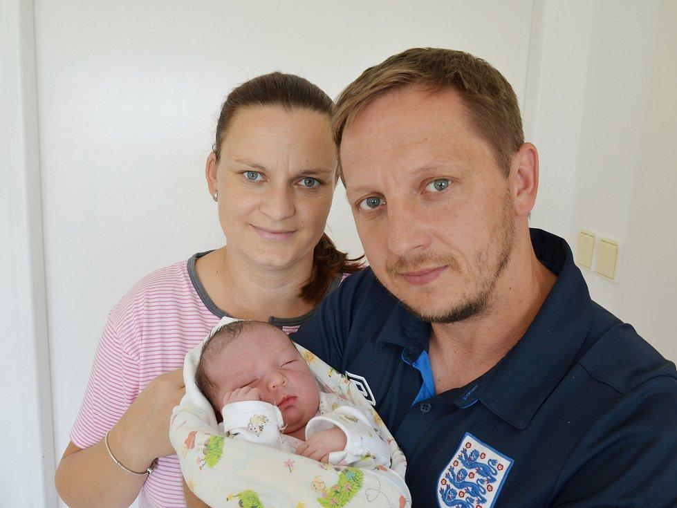 Starším bráškou je od 20. 7. 2021 3,5letý Tadeáš ze Sepekova. Rodičům Andree a Václavu Kosíkovým se v tento den v 8.05 h. narodila Justýna Kosíková, vážila 4,20 kg.