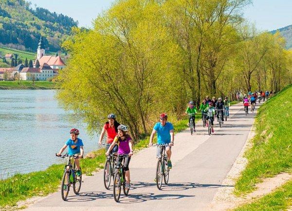 Silnice kolem Dunaje jen pro cyklisty.