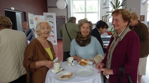 Do Senior Pointu se přišly podívat (zprava) Jarmila Janoušková, Eva Zitiničová a Božena Nožičková.
