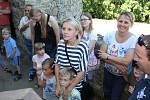 Prohlídky Nových Hradů s hraběnkou Terezou pro malé návštěvníky zatraktivní i purkmistr. Nechá děti střílet z kuše a vyrazit si stříbrný pražský groš z hliníku.