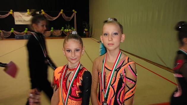 Gymnastky Vendula Kabelová (vlevo) a Tereza Jeřábková
