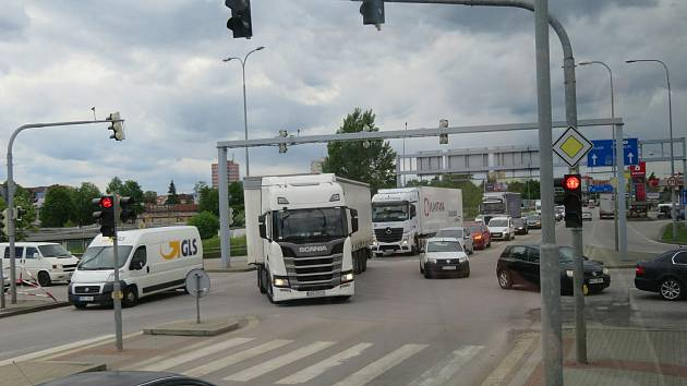 Nejvíce nehod v kraji se za poslední dva roky stalo přímo v centru Českých Budějovic. I malé šťouchnutí v jihočeské metropoli může způsobit dopravní peklo.