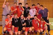 Horní řada zleva: Jan Pitner (trenér), Dvořák, Emmer, Kozák, Sazma, Procházka, Dvořák (trenér). Dolní řada zleva: Tříska, Kováč, Juračka, Beneš, Michálek, Vodička.