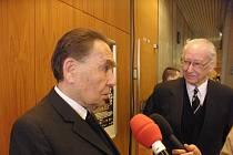 Bratři Jiří (vlevo) a Felix Kafkovi po premiéře filmu Nickyho rodina.