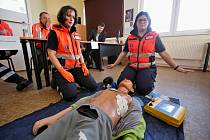 Zdravotnická záchranná služba Jihočeského kraje vytvořila a koordinuje síť automatických externích defibrilátorů.