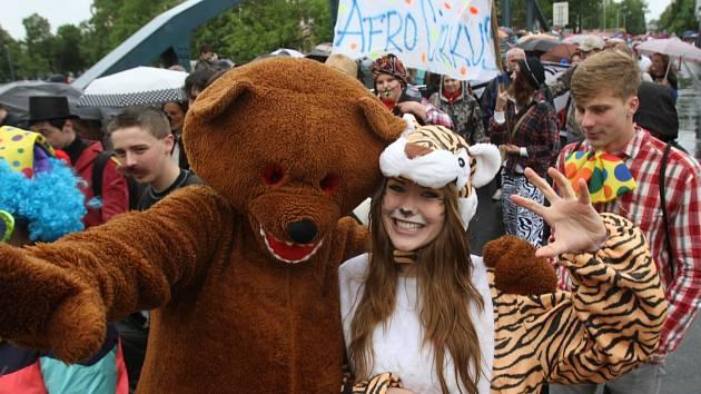 Více než tři tisíce studentů českobudějovických středních a vysokých škol v pátek prošly centrem města.