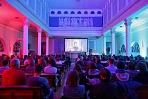 Čtrnáctá českobudějovická Pecha Kucha se odehrála v kostele Husova sboru na Palackého náměstí. Osmnáctá bude na letišti.