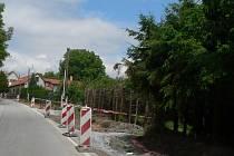 Délku 860 metrů bude mít nový chodník, který vzniká mezi Trhovými Sviny a Otěvěkem.