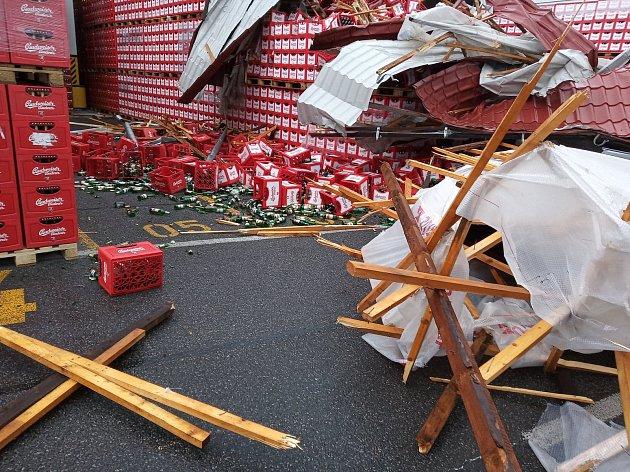 Cizí střecha se při orkánu Sabine utrhla a napáchala škody vBudvaru