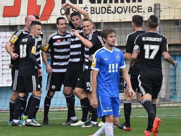 Šestkrát se v nedělním utkání proti  Vítkovicím fotbalisté Dynama seběhli, aby oslavili  gól v síti soupeře.
