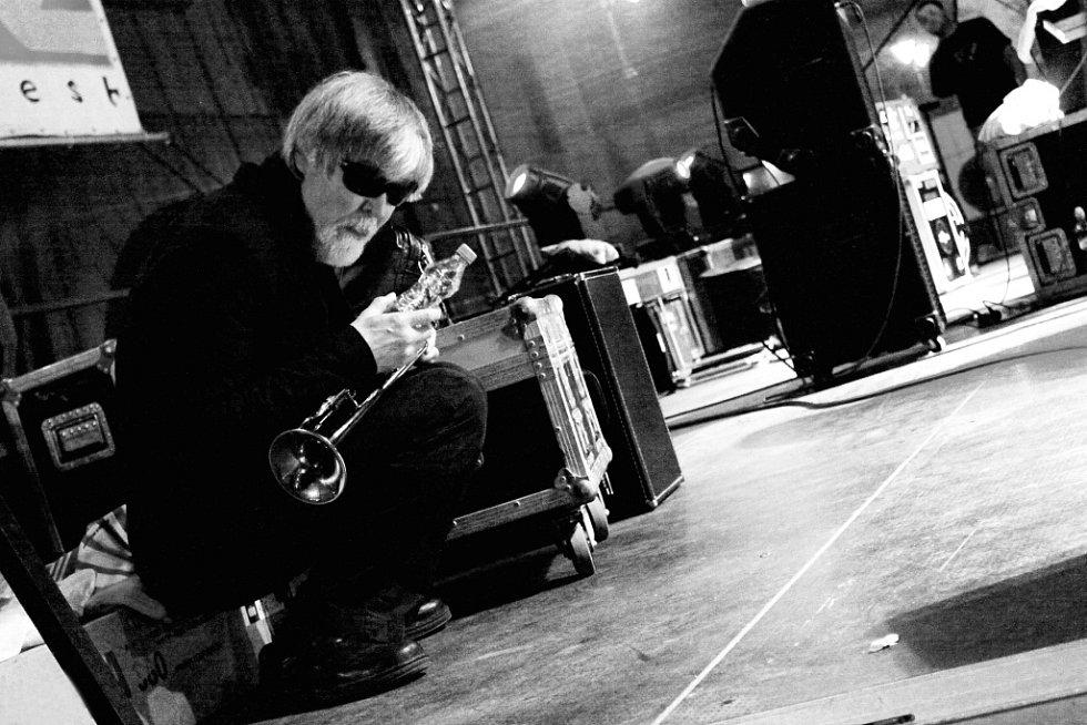 Vůbec první výstavu svých fotografií otevřel David Peltán (30), spolupracovník kulturní rubriky Deníku, v malém sále táborské Střelnice. Má název Jazz ladí k vínu. Na snímku Tom Harrell, Bohemia Jazz Fest 2011.