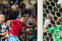 z této šance plzeňský Jhon Edison Mosquera gól nedal, brankář Vojtěch Vorel jeho hlavičku skvěle vyrazil. Vedení 1:0 přesto Dynamo neudrželo a Plzeň nakonec vyhrála šťastně 2:1.