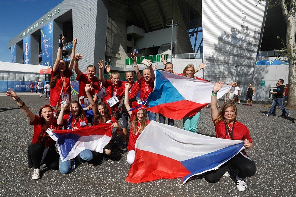 Zápas ME ve fotbale, EURO 2016, mezi Českou republikou a Chorvatskem, hraný 17. června v Saint Etienne ve Francii. Děti ze ZŠ Malá Strana v Týně nad Vltavou.