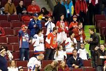 Nikola také na hokeji v doprovodu Petry Eliášové.
