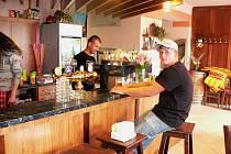 Kulturní dům v Žabovřeskách nabízí sál, restauraci i terasu a je tady i několik obecních institucí.