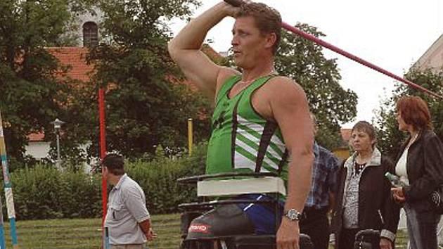 Skvěle se na atletických závodech předvedl účastník paralympijských her Josef Štiak.