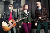 Jihočeská beatfolková skupina Epydemye. Na snímku zleva Jan Přeslička, Lucie Vlasáková a Miroslav Vlasák.