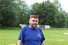 Horalské hry v Benešově nad Černou připomněly v sobotu 2. června staré skotské disciplíny jako hod kamenem nebo kládou a další.
