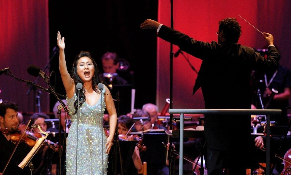 Jonas Kaufmann zahájil 18. července Mezinárodní hudební festival v Českém Krumlově. Na snímku sopranistka Sooyeon Kim.