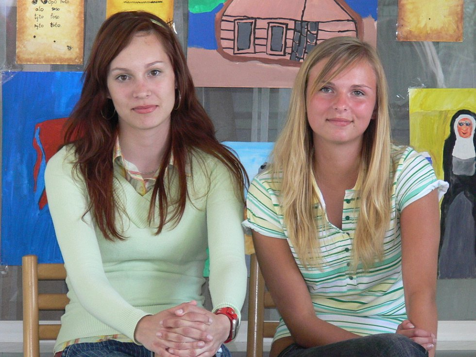 Vendula Maryšková (vlevo) s českobudějovickou soutěžící Adrianou Mlinaříkovou, která nakonec postoupila.