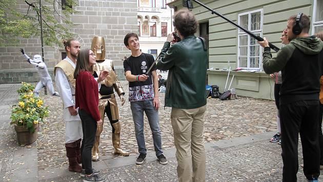 Budějcké Star Wars. Po městě se v sobotu pohybovaly sci-fi postavy. Byly hlavními aktéry natáčení filmu.
