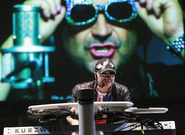 Michal David zahájil svou Mega tour 2011 v Budvar aréně v Českých Budějovicích. Celkem se představí v 10 českých městech a zakončí před Vánoci v pražské Lucerně.