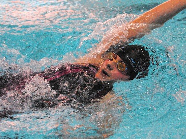 Čtrnáctiletá plavkyně Koh – i – nooru Č. Budějovice Dominika Hovorková zaplavala na zimním mistrovství republiky své kategorie tři nejlepší ženské letošní časy a přivezla si domů čtyři bronzové medaile.