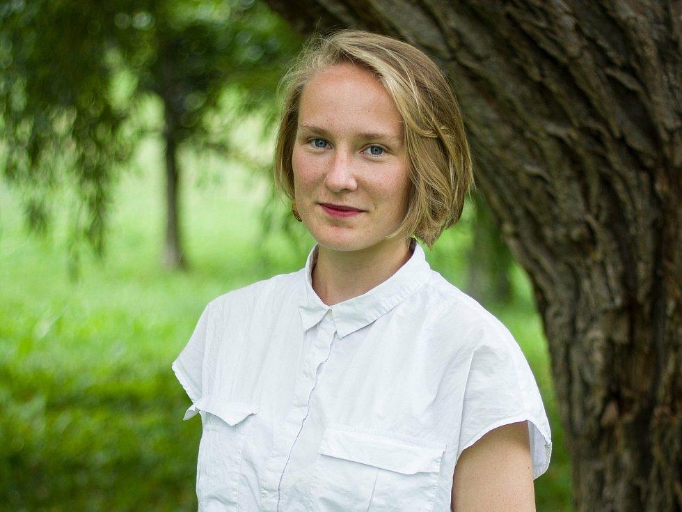 Kateřina Kuchtová, 22 let, studentka Akademie výtvarných umění v Praze, Český Krumlov, členka Zelení.