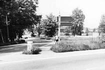 Křižovatka za Dlouhým mostem v roce 1985.