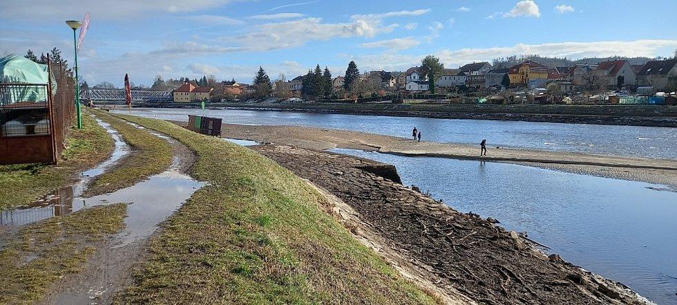 Řeka Vltava v Týně nad Vltavou byla v únoru vypuštěná jako rybník, hrozila povodeň na Lužnici.